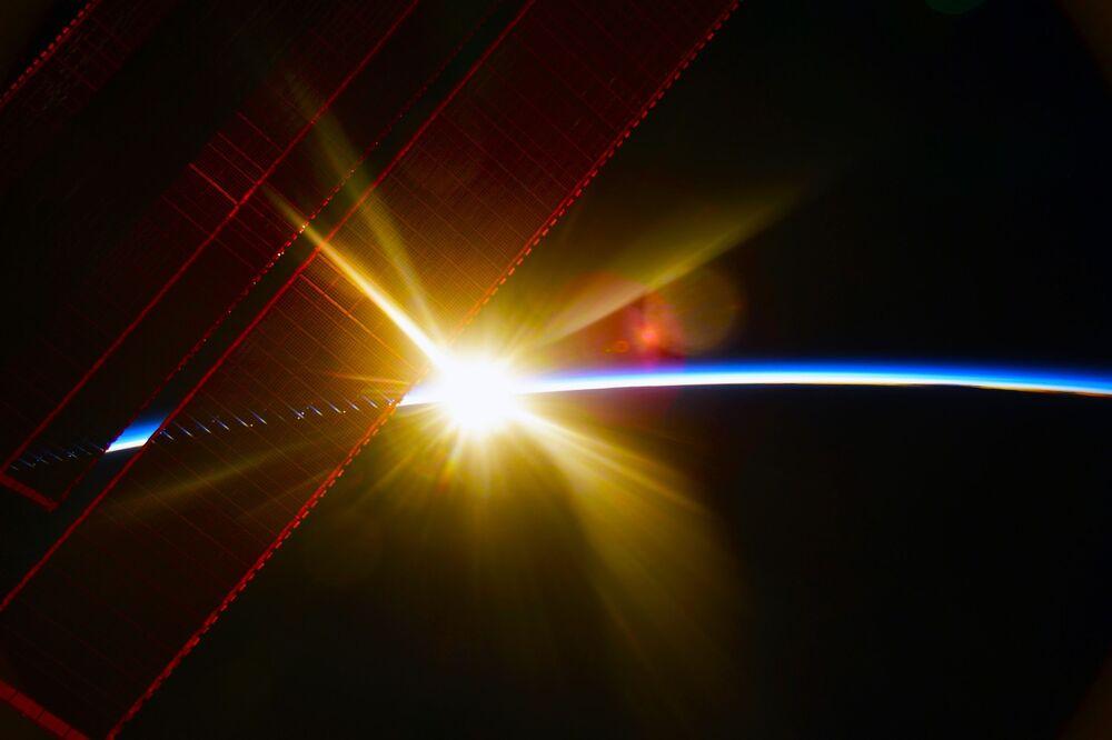 L'alba vista dalla Stazione Spaziale Internazionale