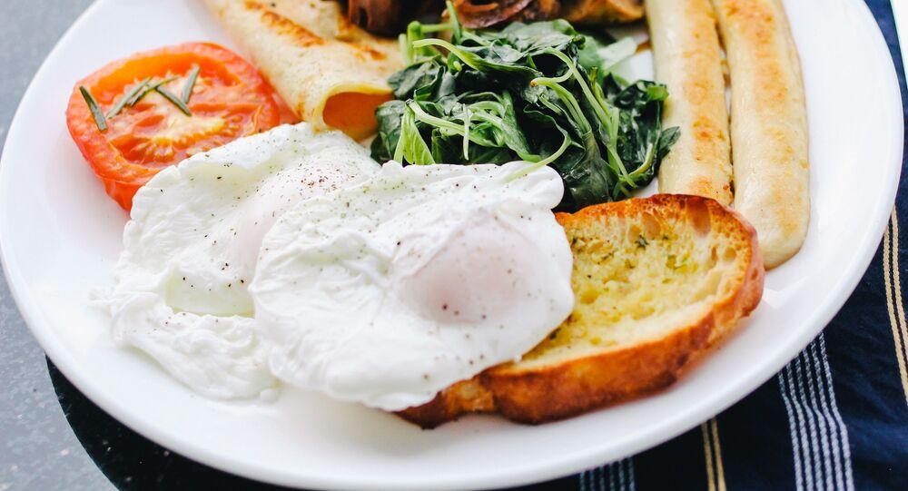 Piatto con uovo in camicia
