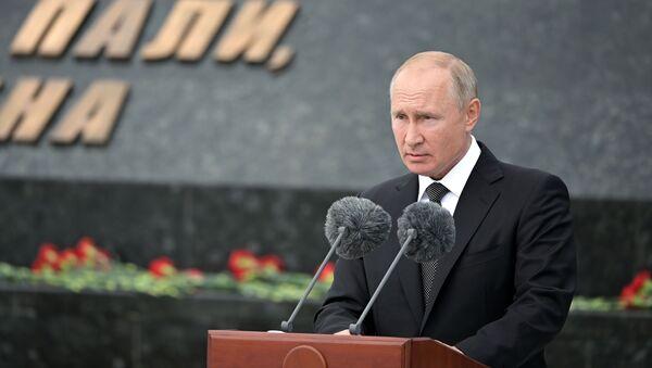 Il presidente russo Vladimir Putin alla cerimonia di inaugurazione di un monumento al soldato sovietico nella regione di Tver - Sputnik Italia