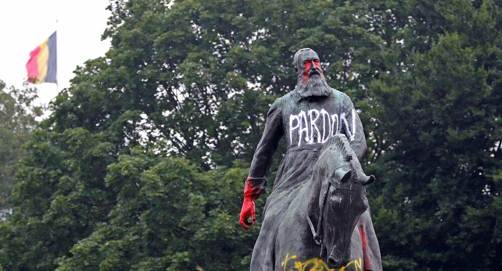 Statua imbrattata di Leopoldo II