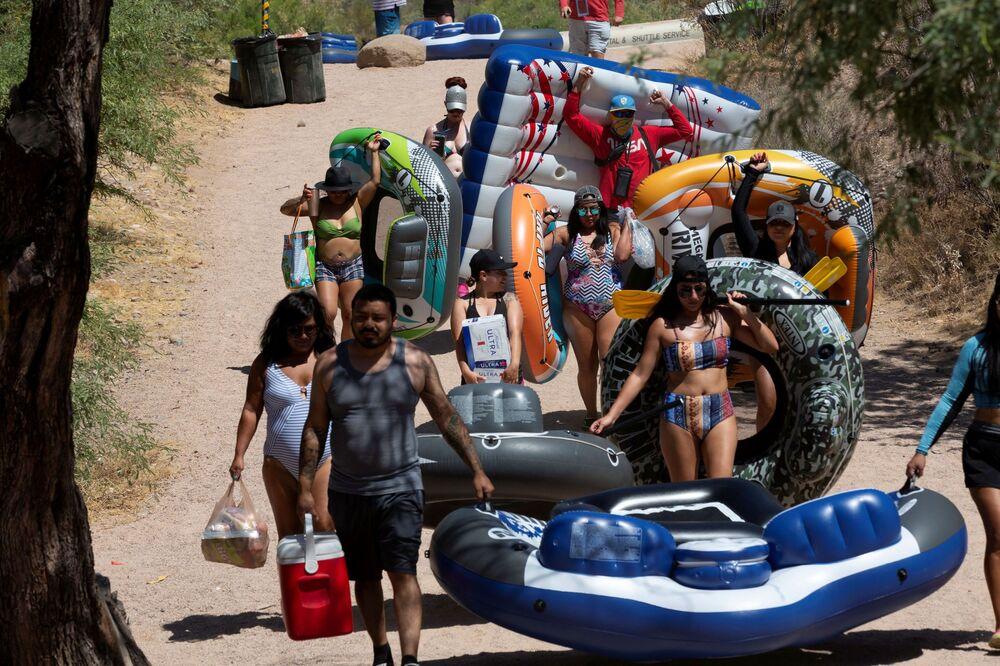 La gente si rilassa in Arizona, USA.