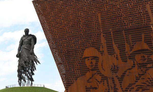Inaugurato il monumento al Soldato sovietico nella regione russa di Tver. - Sputnik Italia