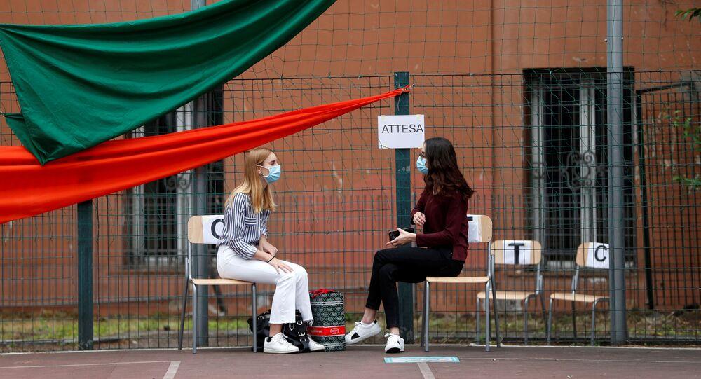 Studenti sostengono esami a Roma