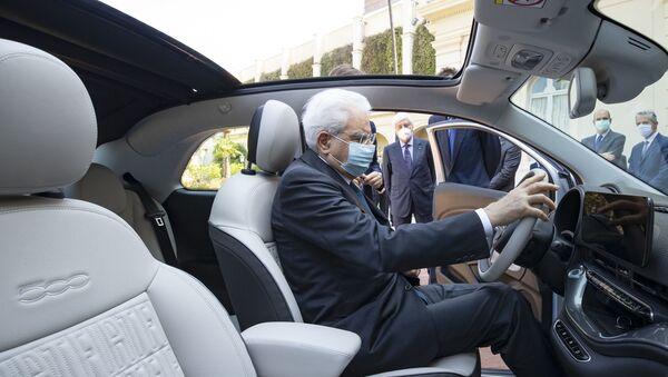 Presentata al Presidente della Repubblica Sergio Mattarella la nuova Fiat 500 elettrica di Fca - Sputnik Italia