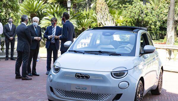 Nuova Fiat 500 elettrica presentata da Fca al Presidente della Repubblica - Sputnik Italia