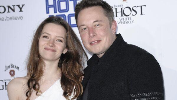 Elon Musk e Talulah Riley - Sputnik Italia