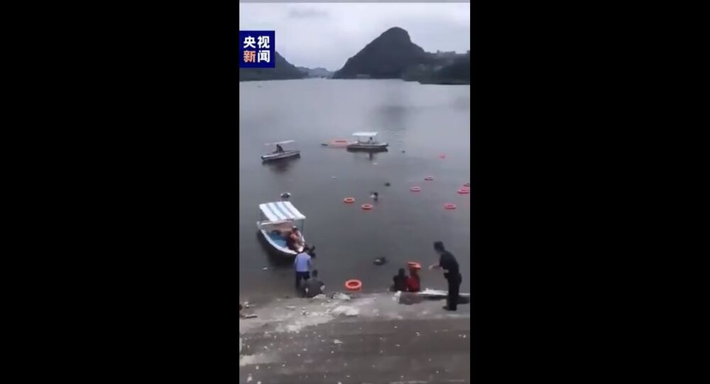 A bus carrying an unspecified number of students crashed into a local reservoir after hitting a guardrail in Anshun, Southwest China's Guizhou Province