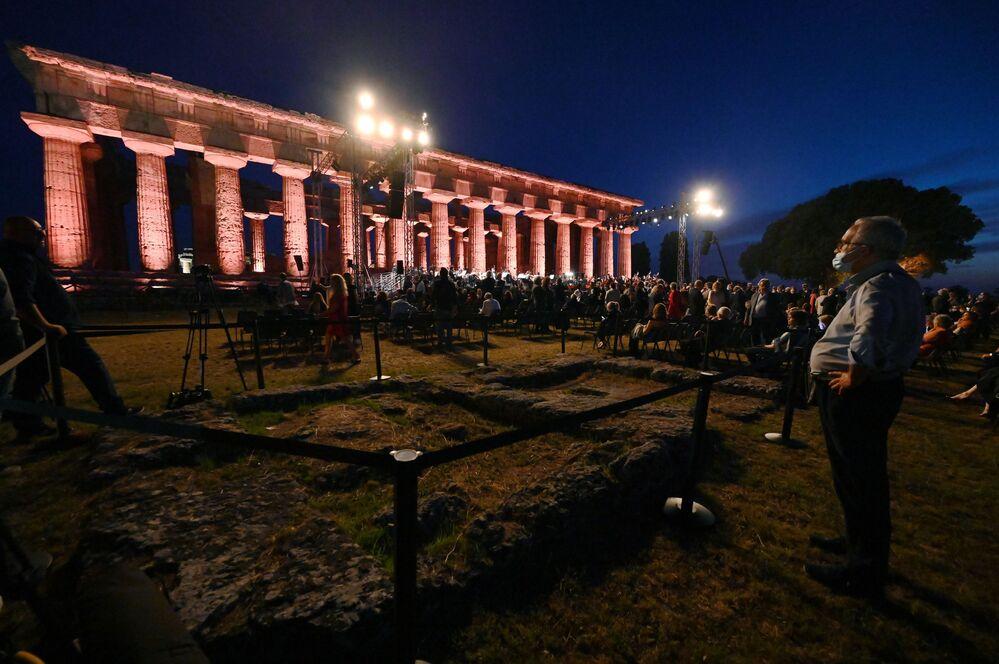 Il concerto Le vie dell'amicizia organizzato dal maestro Riccardo Muti con il Ravenna Festival per gettare un ponte di fratellanza tra i popoli attraverso arte e cultura, quest'anno approda a Paestum.