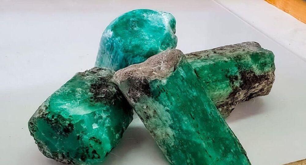 Esmeraldas halladas en el yacimiento Malishevskoe en Rusia