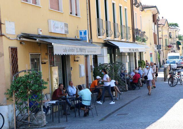 La gente al bar in Italia