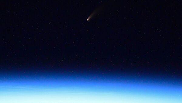 La cometa Neowise fotografata da Ivan Vagner a bordo della ISS  - Sputnik Italia