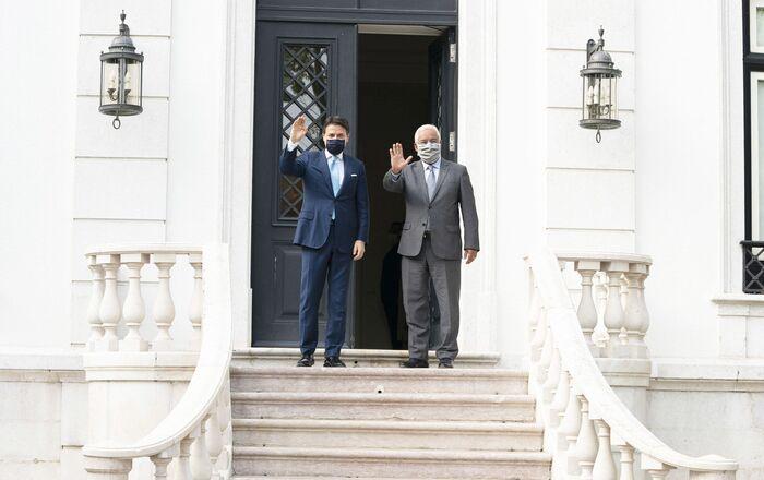 Il Presidente del Consiglio, Giuseppe Conte, è accolto al Palazzetto di São Bento dal Primo Ministro della Repubblica Portoghese, António Costa