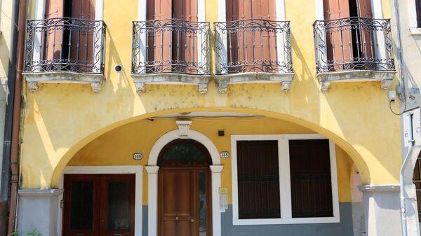 I balconi di una casa in Italia - Sputnik Italia