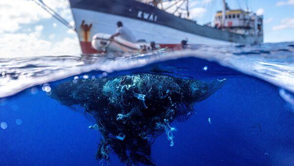 Great Pacific Garbage Patch: rimosse più di 100 tonnellate di rifiuti dall'isola di plastica più grande del mondo - Sputnik Italia