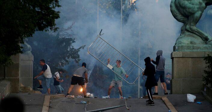 Proteste a Belgrado, Serbia, l'8 luglio 2020