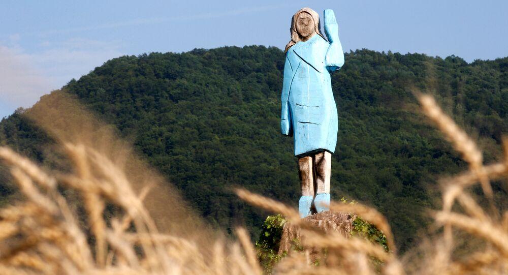 Slovenia: a Sevnica incendiata statua di Melania Trump - Politica