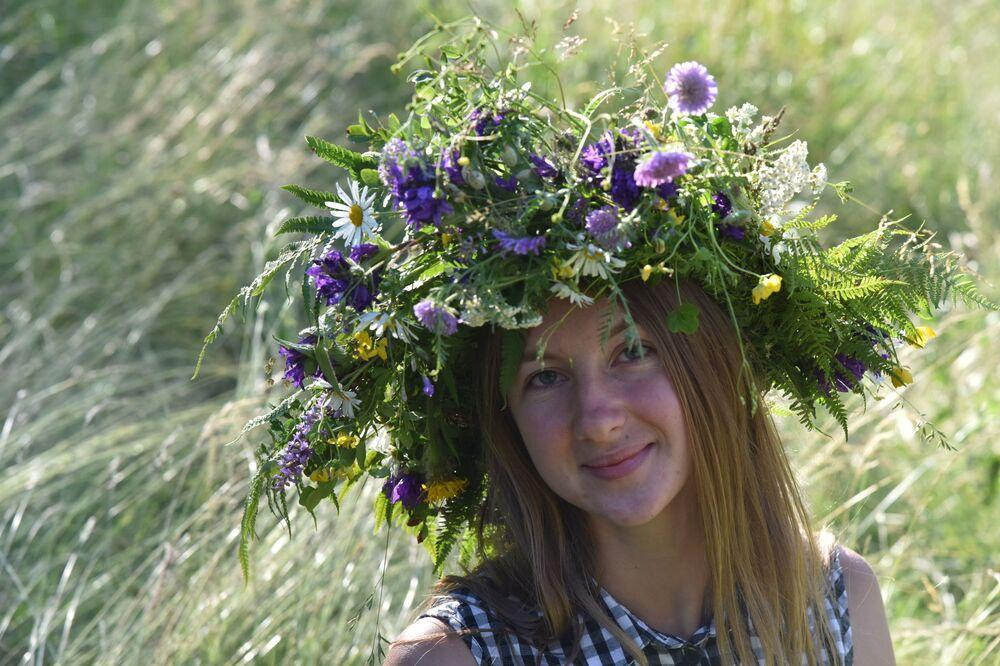Una ragazza alle celebrazioni della festa di Ivan Kupala (San Giovanni in versione slava) in Ucraina.