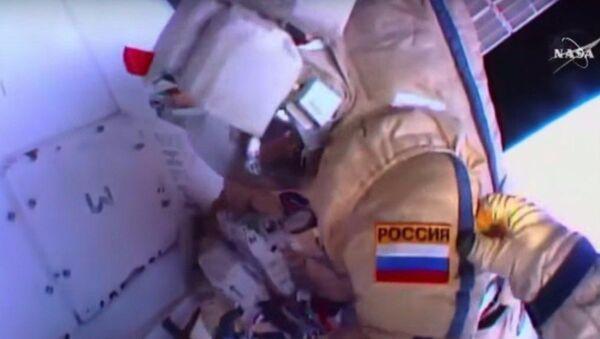 Cosmonauti russi nello spazio aperto - Sputnik Italia