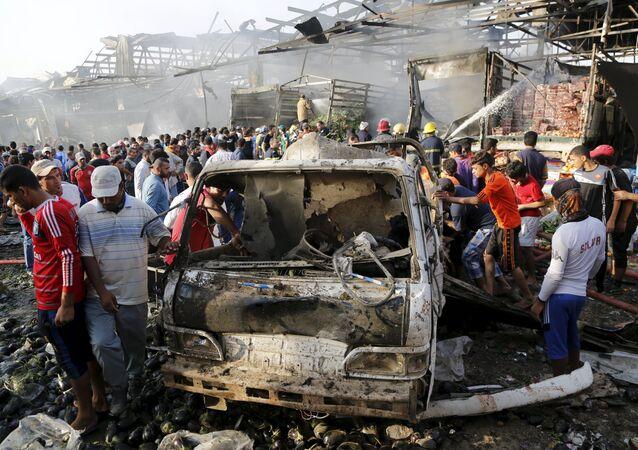 Attentato jihadista al mercato centrale di Baghdad. Un camion bomba carico di esplosivo è saltato in aria nelle prime ore di oggi dopo avere raggiunto il centro del piazzale, provocando la morte di oltre 70 persone ed il ferimento di almeno altre 200.