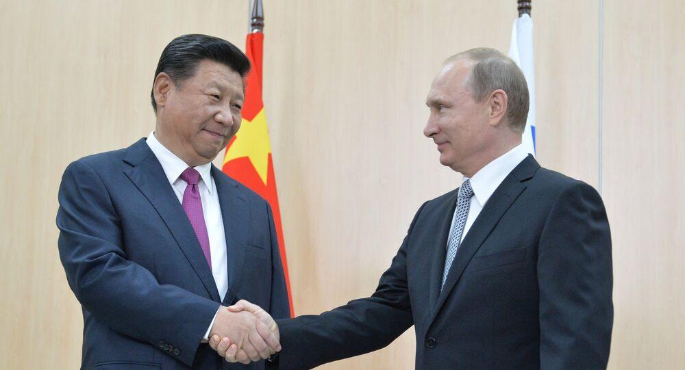Vladimir Putin incontra il presidente cinese Xi Jinping