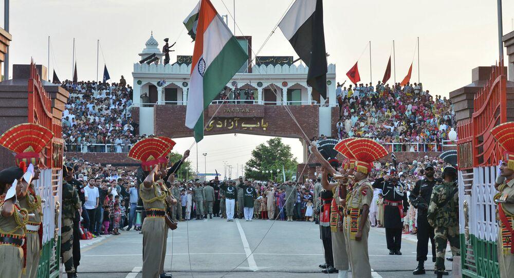 Le bandiere dell'India e Pakistan