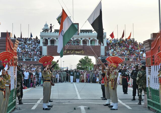 Le bandiere dell'India e Pakistan