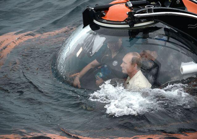 Putin immerge nel mar Nero