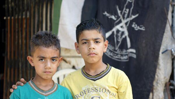Due bambini rifugiati siriani - Sputnik Italia