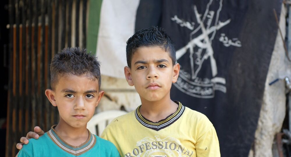 Due bambini rifugiati siriani